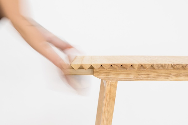 3043237-slide-s-1-a-simple-table-that-grows-or-shrinks-with-your-needs